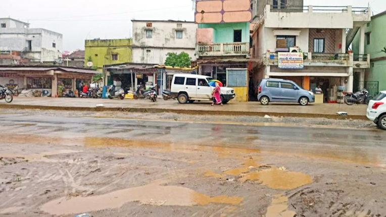 जिले में रिमझिम बारिश की झड़ी, किसानों चेहरे पर लौटी रौनक