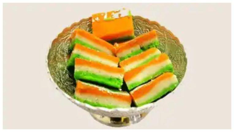 आज़ादी के दिन बनाएं यह तिरंगे के रंगों वाली मिठाई