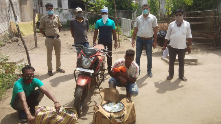 2 accused including goods worth 1.23 lakh arrested