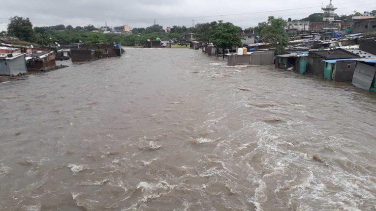 मनमाड़ से गुजरने वाली नदियों में बाढ़