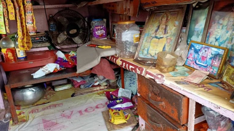 एक ही रात में दो दुकानों में हजारों की चोरी