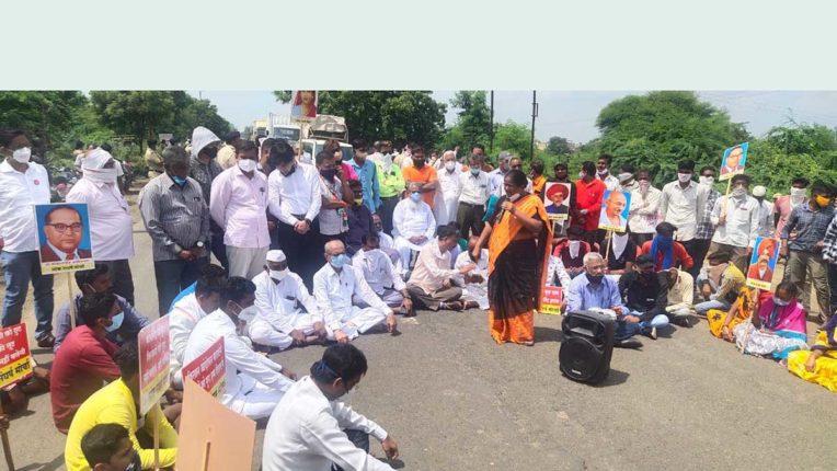 राकां ने किया 'रास्ता रोको' आंदोलन
