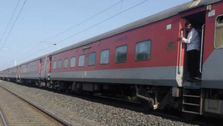 तैयारियों का जायजा लेने रेलवे का मॉक ड्रिल