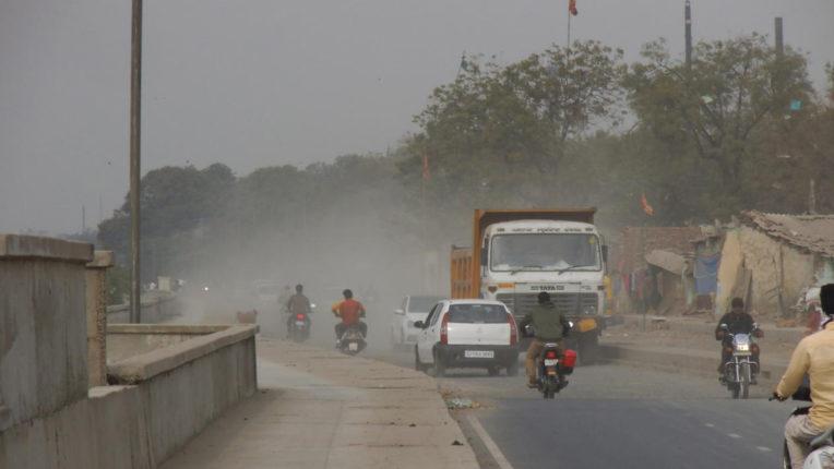 पहले ही शहर में कोरोना वायरस की दहशत, अब अकोला में धूल ओर प्रदूषण से