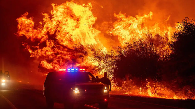 Fire in Northern California, 3 killed, thousands flee