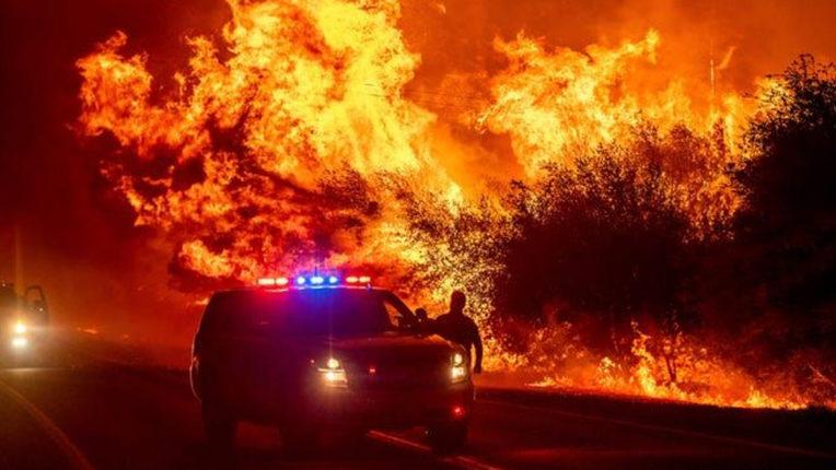 अमेरिका के जंगल में लगी आग से वेस्ट कोस्ट धुएं की चादर में लिपटा, कई लोगों की मौत