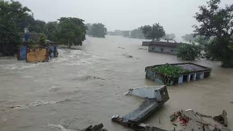 गणेशपुर बाढ़ प्रभावितों को मदद की प्रतीक्षा