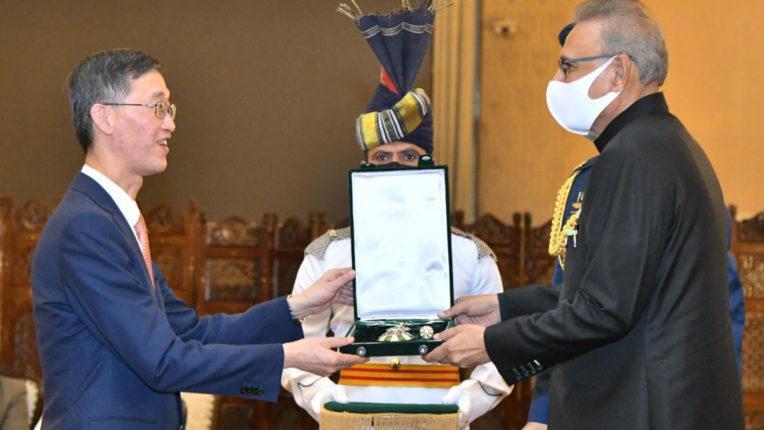 पाकिस्तान ने निवर्तमान चीनी राजदूत को हिलाल-ए-पाकिस्तान सम्मान से नवाजा