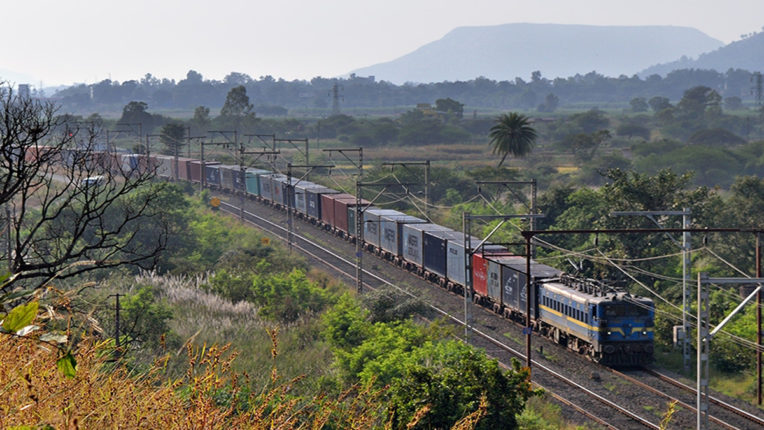 मध्य रेल ने लोड किए 4.42 लाख वैगन