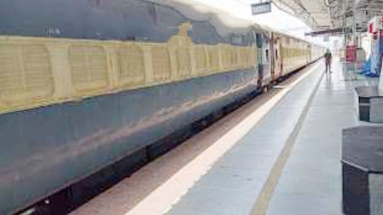 Corona special train disappeared from Ballarshah station