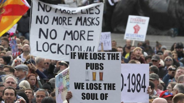 ब्रिटेन में कोविड-19 लॉकडाउन के विरोध में हजारों लोगों का प्रदर्शन