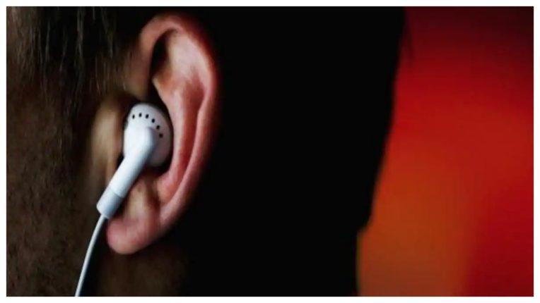कम करें ईयरफोन का इस्तेमाल, खो सकते हैं सुनने की क्षमता