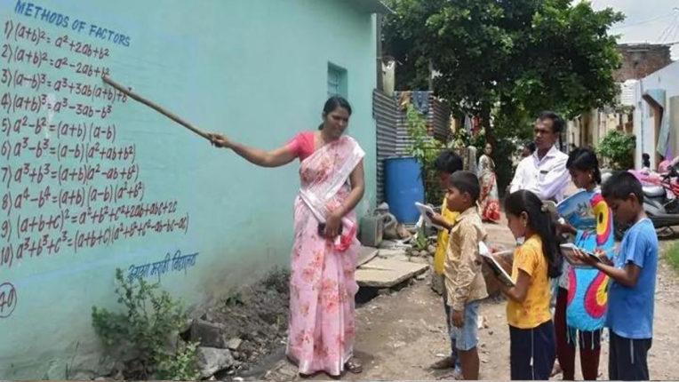 महाराष्ट्र के गांवों में छात्रों को दीवारों पर चित्र बनाकर पढ़ाया जा रहा है गणित