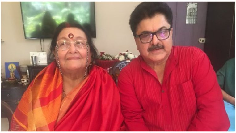 Film producer Ashoke Pandit's mother passes away