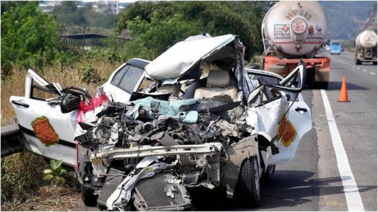Five killed in road accident on highway near Pune