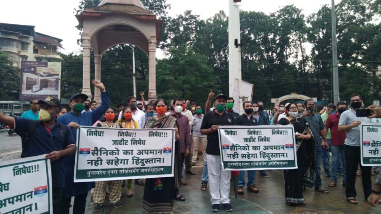 नेवी अधिकारी की पिटाई के विरोध में भाजपा ने निकाला कैंडल मार्च