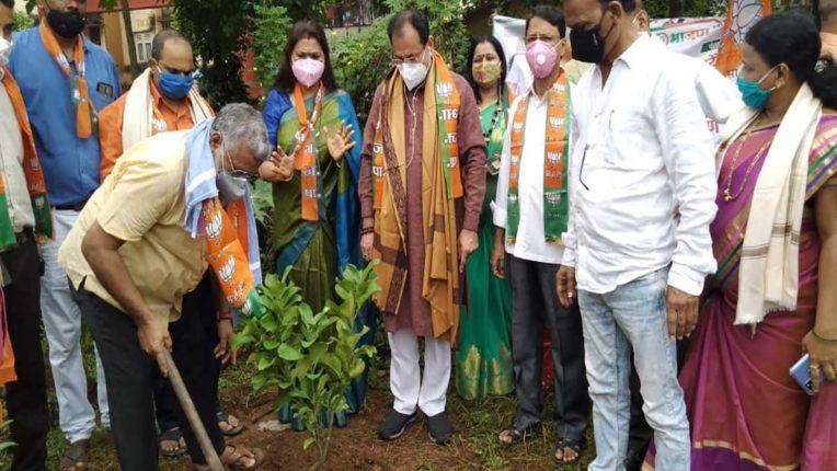 भाजपा उत्तर भारतीय मोर्चा का वृक्षारोपण