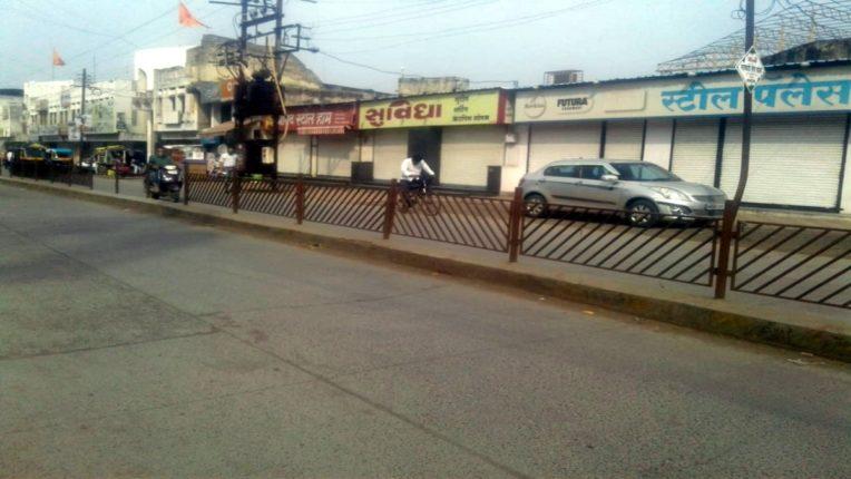 अकोला में जनता कर्फ्यू का पहला दिन बाजारों में अनेक प्रतिष्ठान बंद रहे