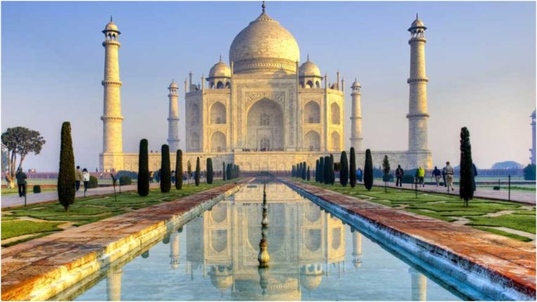 Line of local tourists opened as soon as Taj Mahal opens