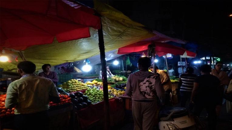 साप्ताहिक बाजार में विद्युत व्यवस्था करने की मांग