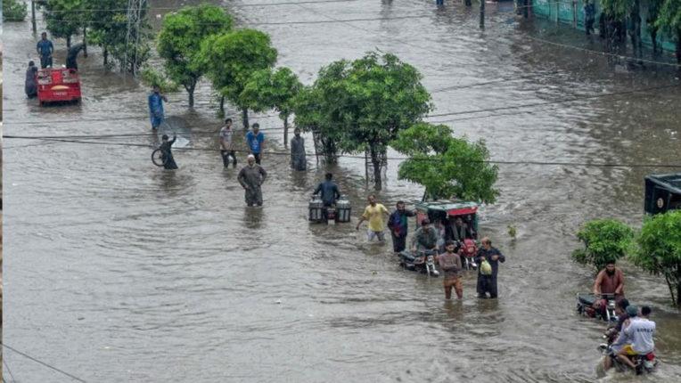 पाकिस्तान में बारिश संबंधी घटनाओं में 300 से अधिक लोगों की मौत