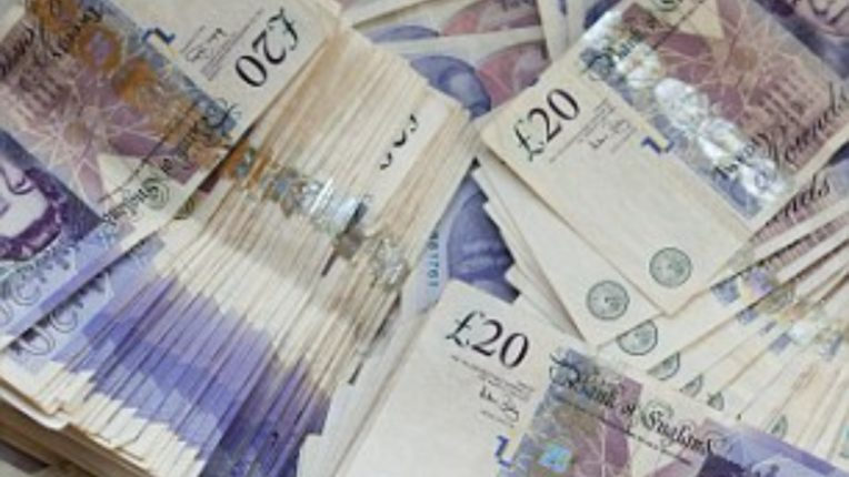 Suspicious cash recovered from couple of Indian origin