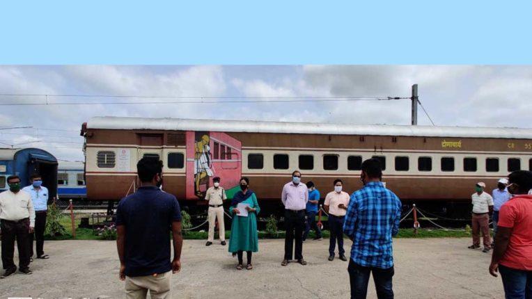 पुणे रेल मंडल में श्रमदान से हुई साफ सफाई व पौधारोपण