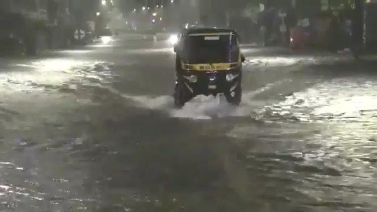 Suburban areas of Mumbai received 280 mm rain in last 24 hours