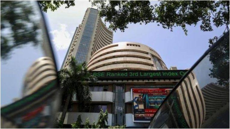 Sensex breaks 101.60 points in early trade, Nifty also falls