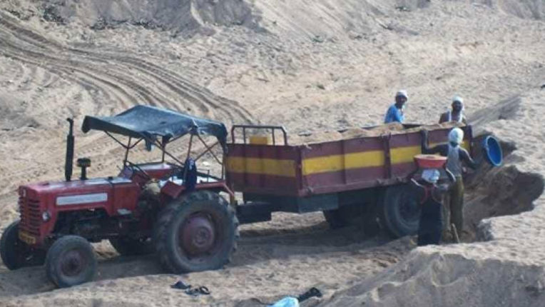 Smuggling of sand is happening at night from the drainage of Jharan forest
