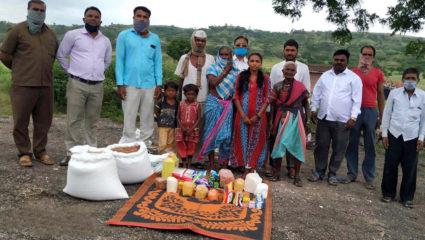 जाधव परिवार को तुरंत मकान दें आदिवासी प्रकल्प विभाग