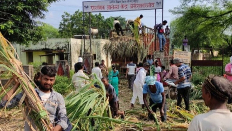 Truck filled with fodder helped flood victims