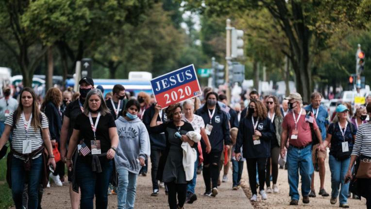 वाशिंगटन में ट्रंप के समर्थन में हजारों लोगों ने निकाला मार्च