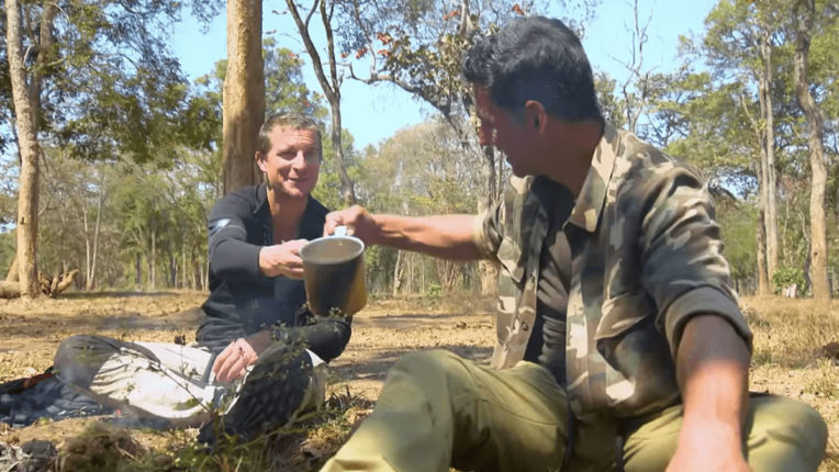 akshay-kumar-i-drink-cow-urine-every-day-live-chat-bear-grylls