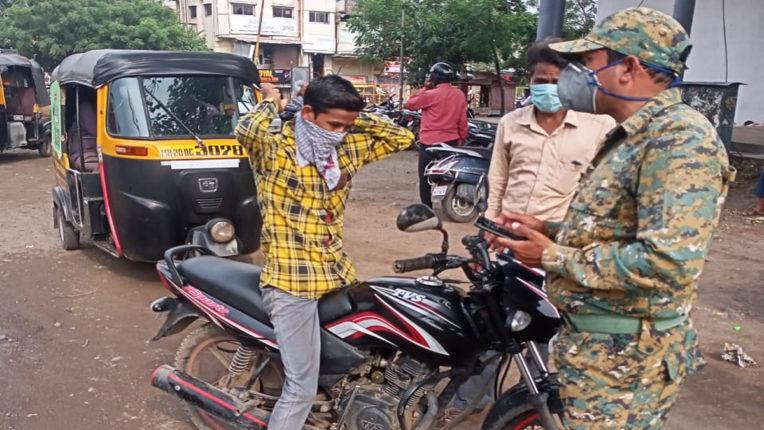 बिना मास्क घूमना और सड़कों पर थुंकनेवालों से वसूला गया जुर्माना