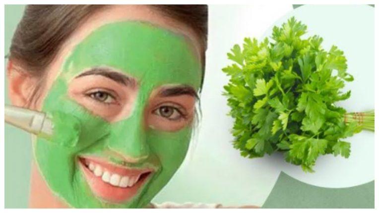 हरा धनिया इस्तेमाल कर पाएं नेचुरल और ग्लोइंग त्वचा