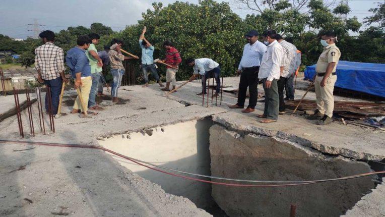 दिवा में अवैध निर्माणों पर चला मनपा का हथौड़ा