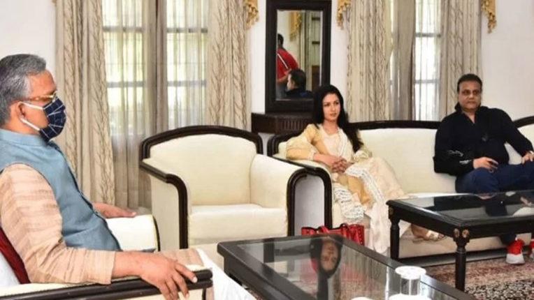 film-actress-bhagyashree-met-the-chief-minister-of-uttarakhand