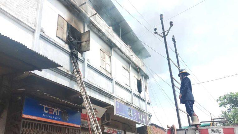 भिवंडी में कपड़ा गोदाम में लगी आग