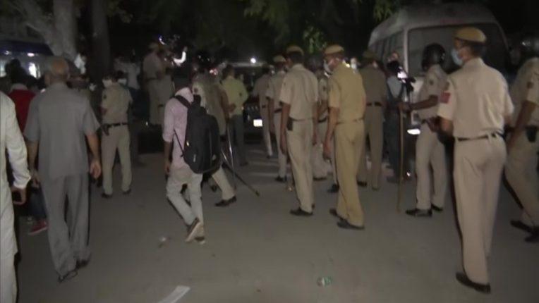 दिल्ली पुलिस ने कहा- पीड़ित का परिवार धरने पर नहीं, कुछ लोग मामले को हाईजैक करने की कोशिश में