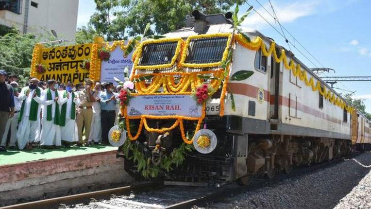 दक्षिण भारत से पहली 'किसान रेल' फलों के साथ दिल्ली रवाना हुई