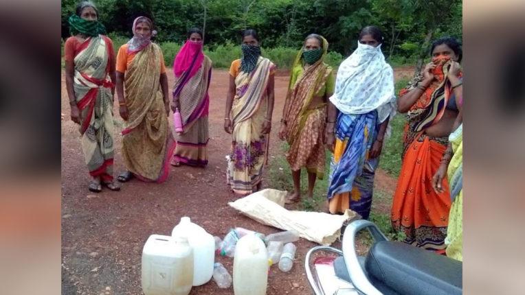 महिलाओं ने जब्त की 10 लीटर शराब, शराब विक्रेताओं में मची खलबली