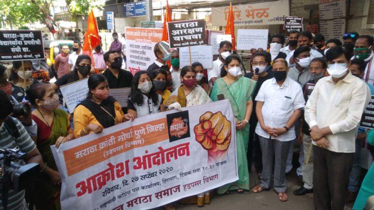 आरक्षण के लिए राजनीतिक दलों के दफ्तरों के बाहर फूटा आक्रोश