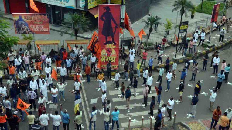 फिर सुलगी मराठा आरक्षण की आग, मुंबई में कई जगहों पर प्रदर्शन