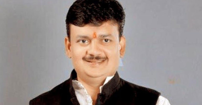 mp-dhanorkar, saves lives of Corona infected by donating plasma