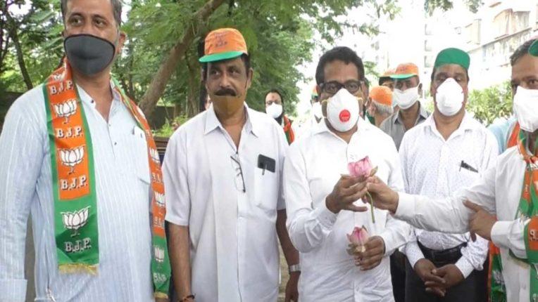 सानपाड़ा में उत्तर भारतीय मोर्चा का वृक्षारोपण