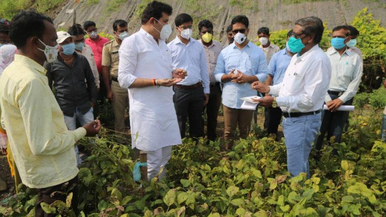 नुकसानग्रस्त किसानों के साथ सरकार-पालकमंत्री राठोड