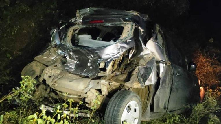 टैंकर ने मारी कार को टक्कर, 3 घायल