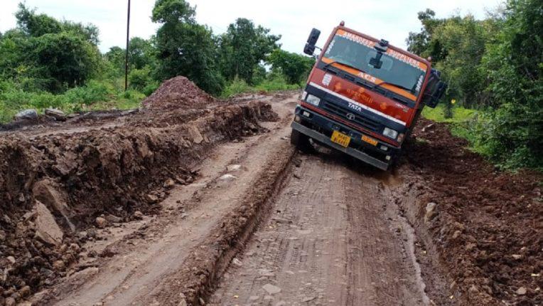 सरकार के 2 करोड रू. पर फेरा पानी, शिंदोला-कलमना रास्ते की दुर्दशा