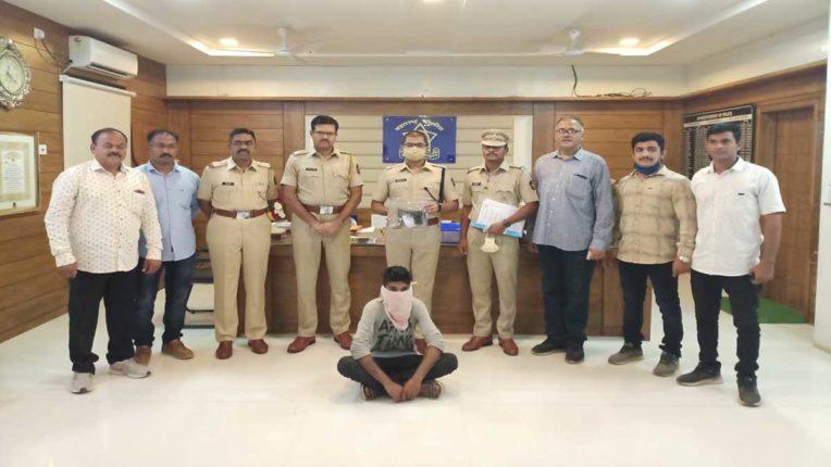 देसी रिवाल्वर के साथ एक गिरफ्तार, 2 पर मामला दर्ज